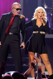 Christina Aguilera y Pitbull, en los Billboard Music Award 2013