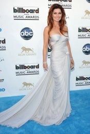 El vestido blanco de Shania Twain, en los Billboard Music Awards 2013