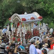 Famosos custodian a la virgen más querida: El Rocío 2013