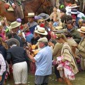 La virgen del Rocío 2013: su paso por el río