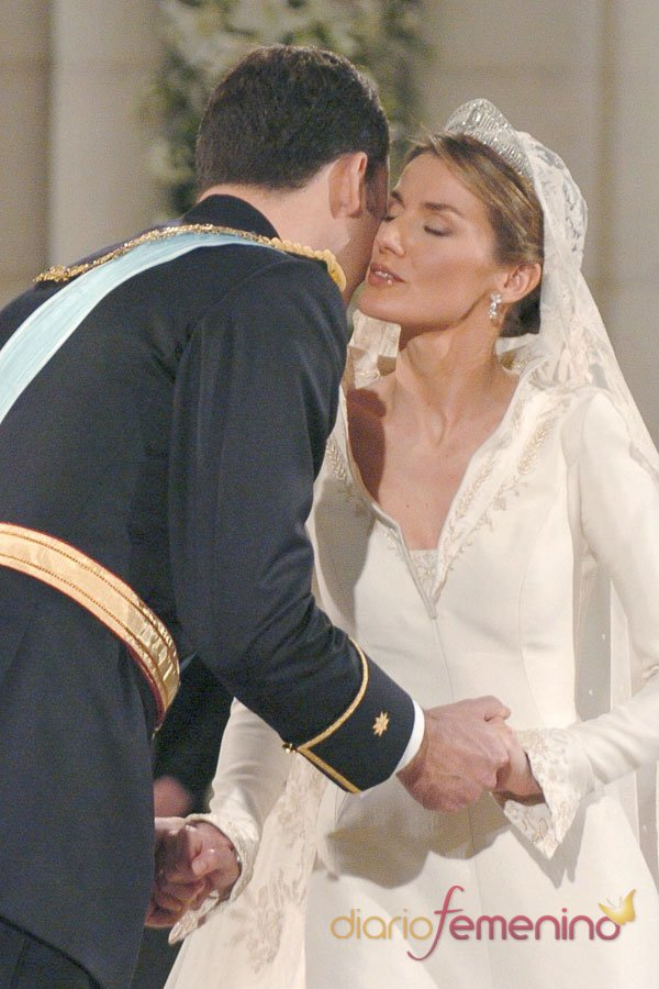 El primer beso oficial de Letizia y el Príncipe Felipe