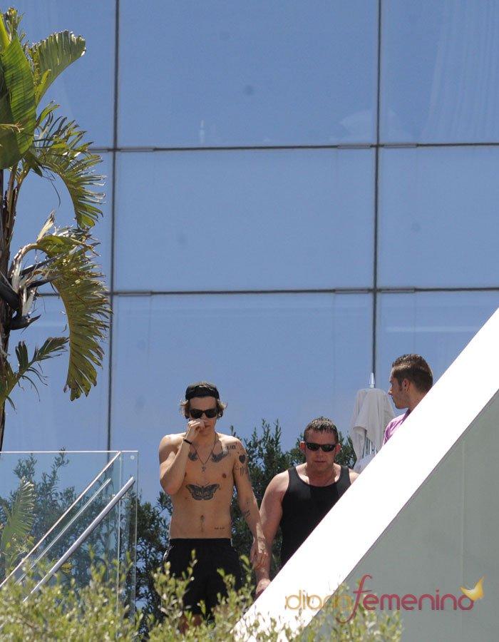 Paseo de Harry Styles ante el concierto de One Direction en Barcelona
