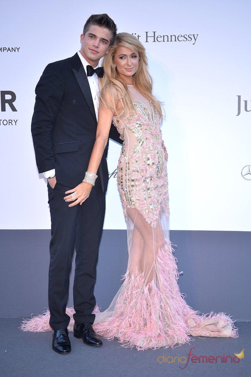 River Viiperi y Paris Hilton en la gala Amfar de Festival de Cannes 2013