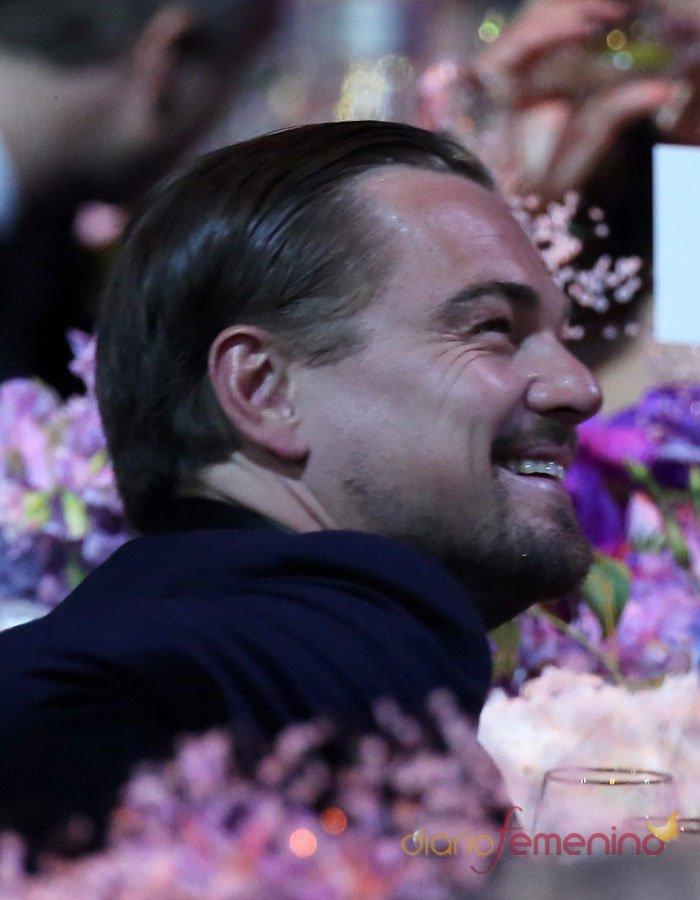 Leonardo DiCaprio, muy sonriente en la gala Amfar de Cannes 2013