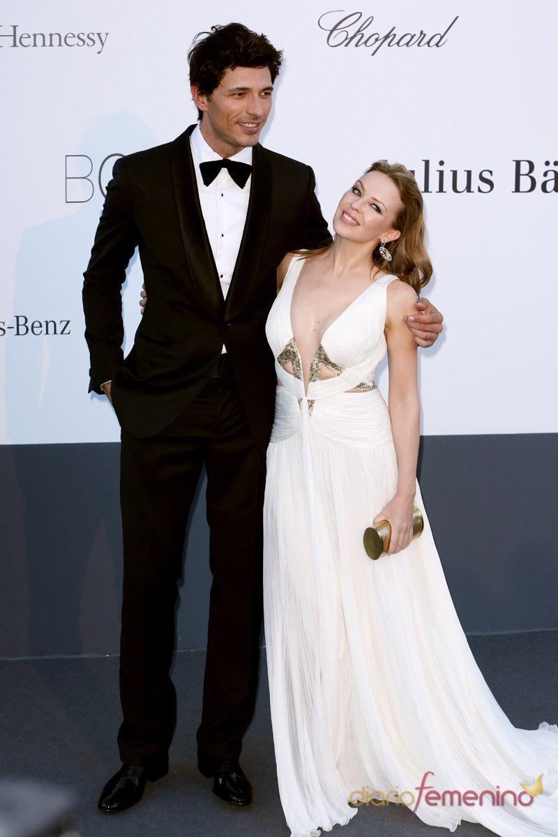 Andrés Velencoso y Kylie Minogue en la gala Amfar del Festival de Cannes 2013