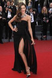 Izabel Goulart luce pierna en la alfombra roja de Cannes 2013