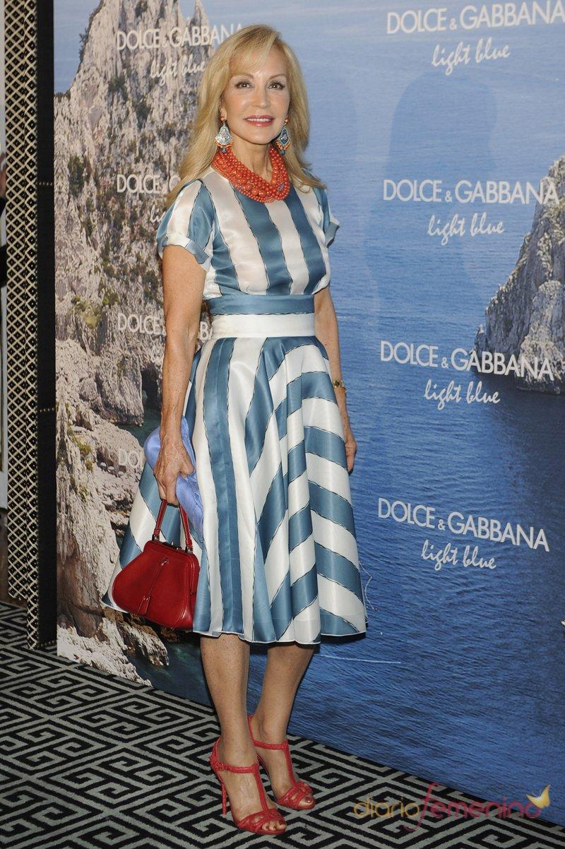 El look marinero de Carmen lomana en la fiesta Dolce y Gabbana Mediterranean Summer 2013