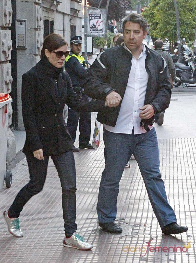 Raquel Sánchez SIlva, destrozada tras conocer la muerte de su marido, Mario Biondo