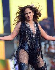 Macroconcierto por las mujeres: Jennifer López durante su actuación