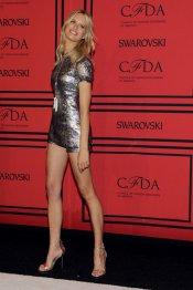 El vestido corto de fiesta de Karolina Kurkova en los CFDA 2013