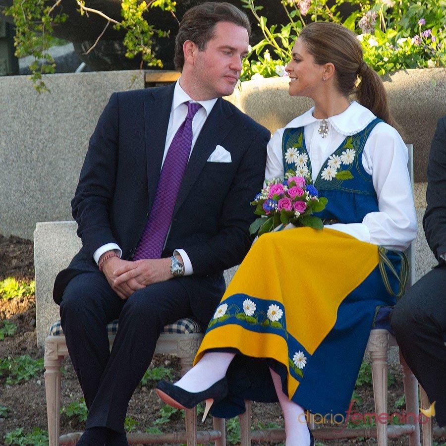 Miradas que lo dicen todo entre Magdalena de Suecia y Chris O'Neill