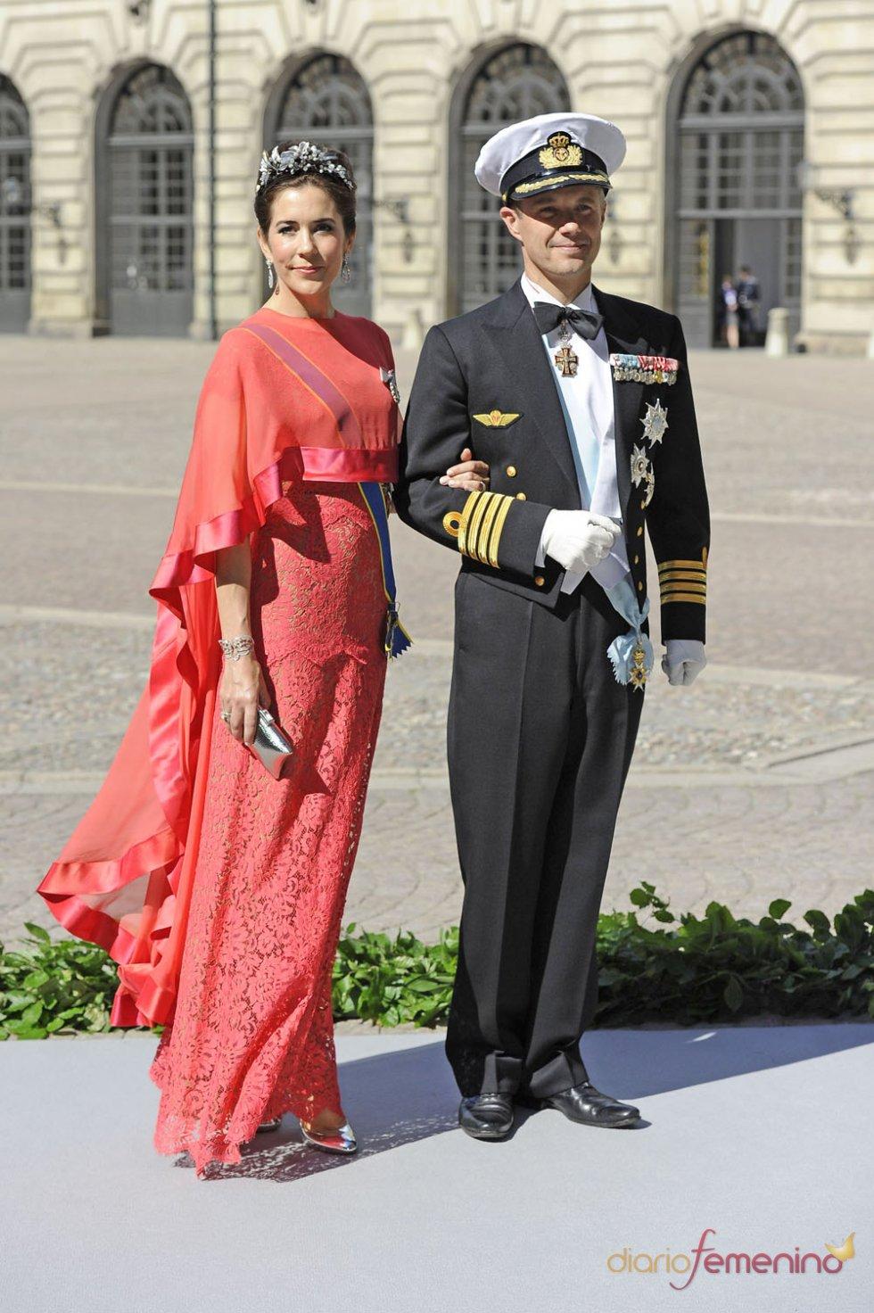 El príncipe de Dinamarca Frederik y su mujer Mary en la Boda Real de Suecia