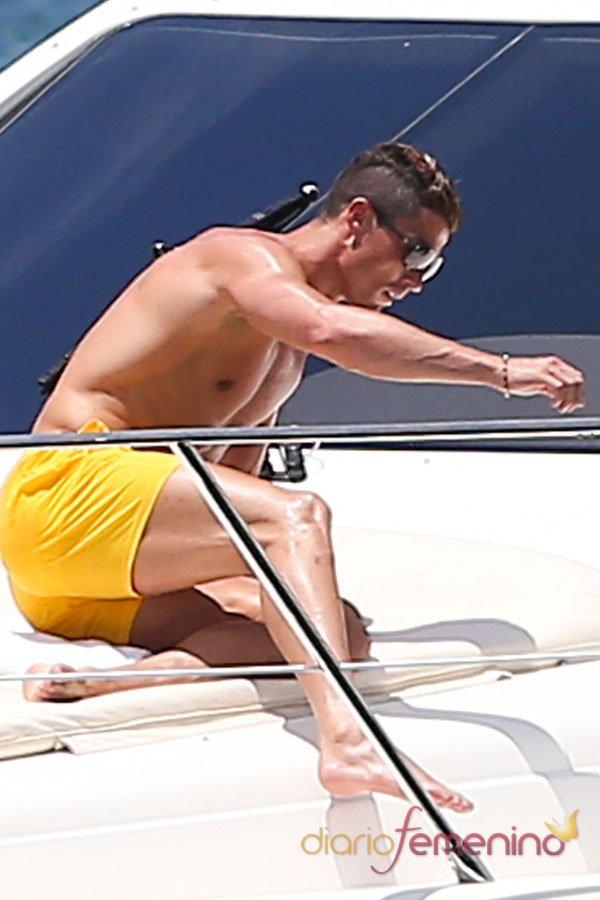 El espectacular cuerpo de Cristiano Ronaldo: el amarillo es su color