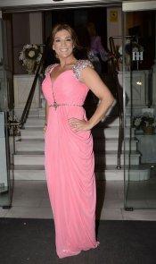El look de Raquel Bollo en la boda de la directora de 'Sálvame Deluxe'
