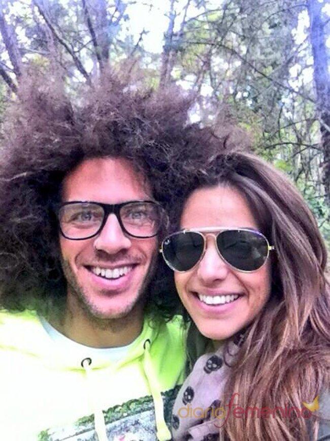 Kristian y Sonia pasean por el campo tras salir de GH 14