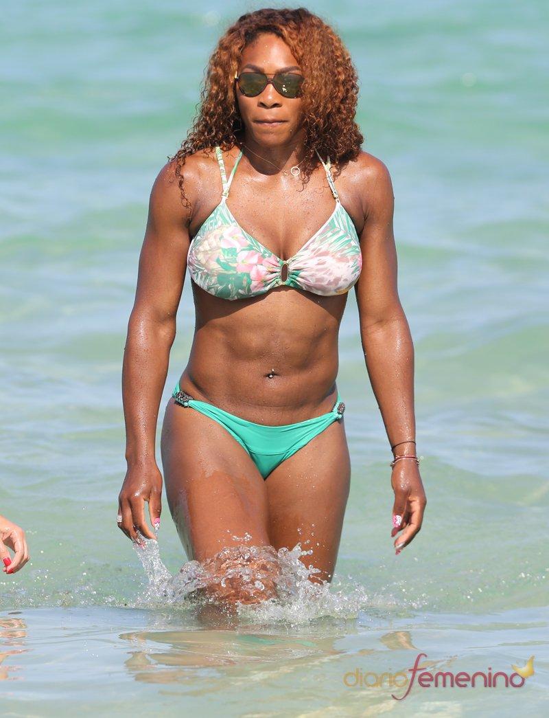 Serena Williams presume de músculos en la playa
