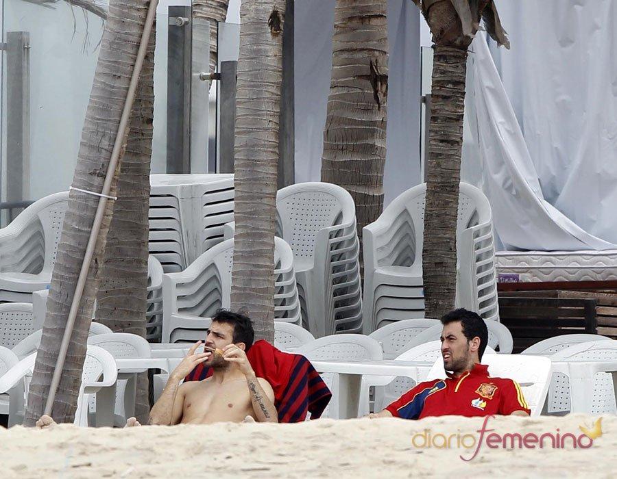 Cesc Fábregas sin camiseta: el cuerpazo que enloquece a Daniela Semaan