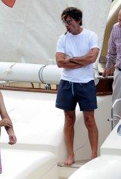 José María Aznar, fumando en un barco