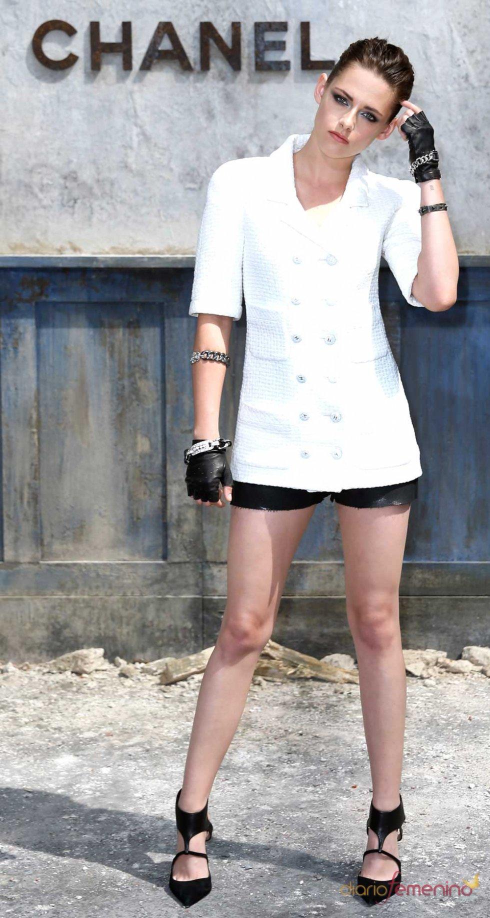 Kristen Stewart con conjunto de Chanel en la Semana de Alta Costura de París