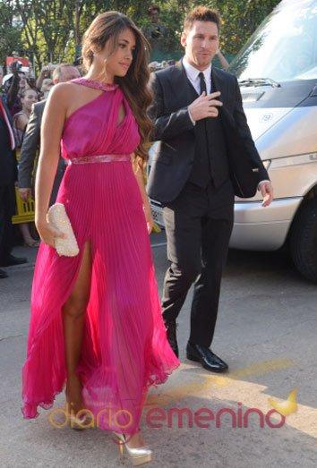 Messi y su novia Antonella Roccuzzo en la boda de Xavi Hernández y Nuria Cunillera