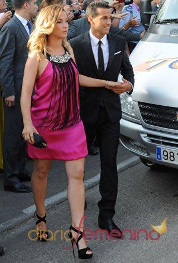 Pedro Rodríguez y su novia Carol Martín en la boda de Xavi Hernández y Nuria Cunillera