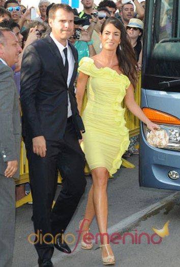 Albert Jorquera y su mujer en la boda de Xavi Hernández y Nuria Cunillera