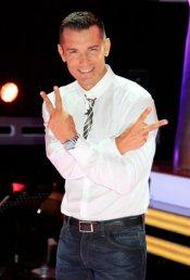 Jesús Váquez, presentador de 'La Voz 2', posa en el plató