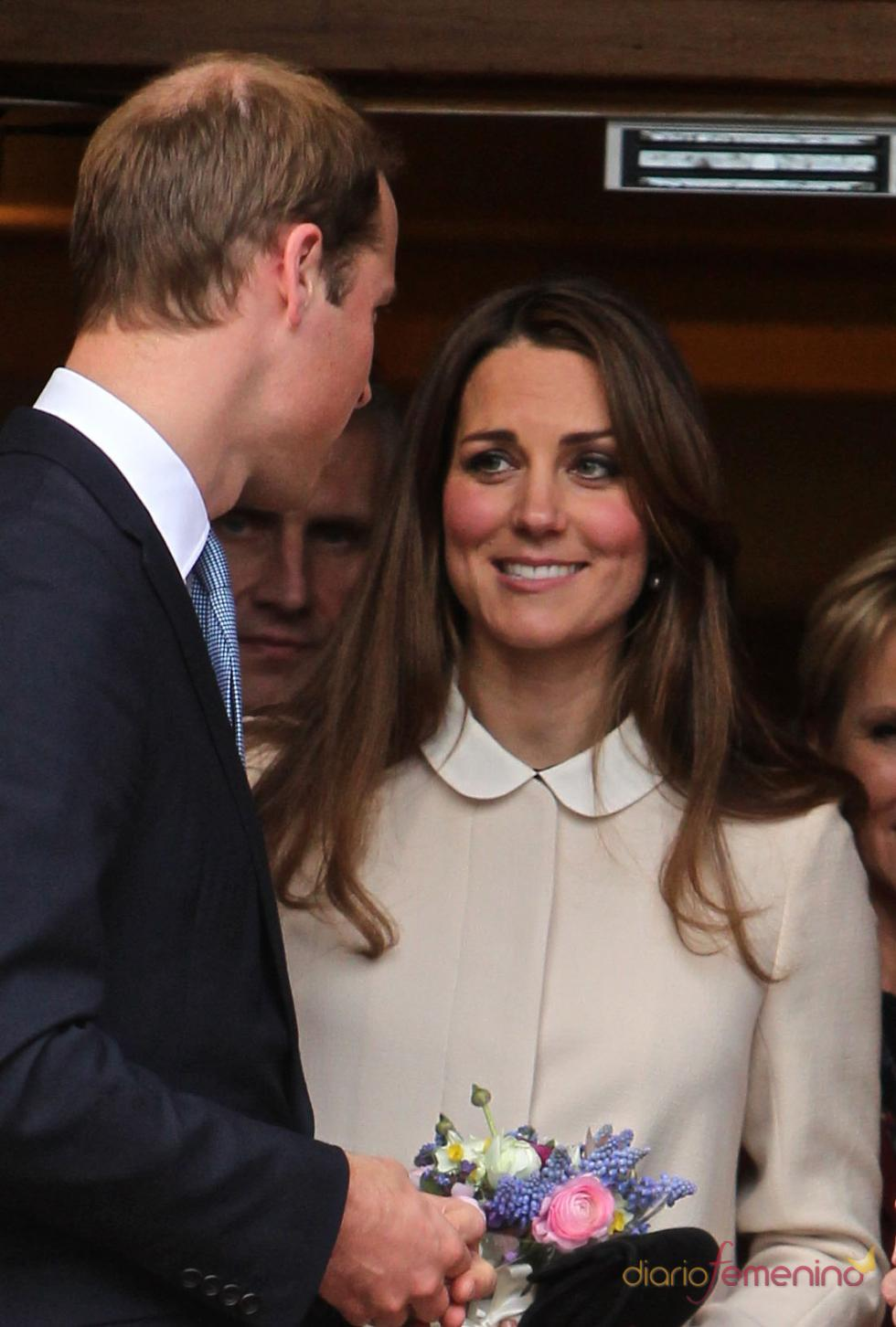 Kate Middleton y el Príncipe Guillermo felices antes de dar a luz