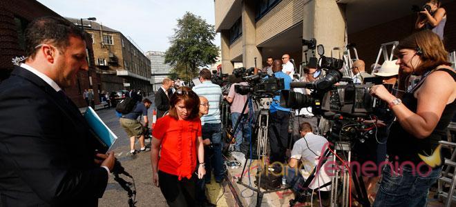 Periodistas de todo el mundo acuden a cubrir el nacimiento del bebé de Kate y Guillermo