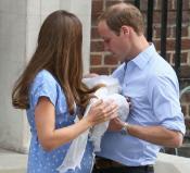 Los duques de Cambridge muy felices posan con su bebé