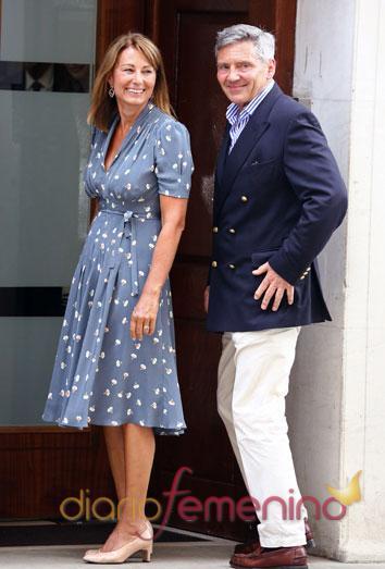 Los padres de Kate Middleton acuden al hospital a conocer a su nieto