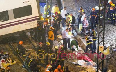 Labores de rescate durante toda la noche tras el descarrilamiento de un tren Alvia cerca de Santiago de Compostela