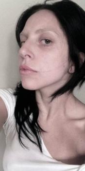 La cantante Lady Gaga se ha fotografiado sin maquillaje