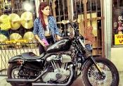 A Marie Avgeropoulos, la nueva novia de Taylor Lautner, le gustan las motos