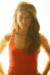 Marie Avgeropoulos, la novia de Taylor Lautner, también es actriz