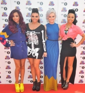 Perrie Edwards, la pareja de Zayn Malik de One Direction, con Little Mix