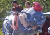 David Beckham y su hijo Brooklyn pasándolo muy bien en Disneyland