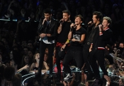 One Direction durante la gala de los MTV VMA 2013