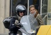 Gad Elmaleh y Carlota Casiraghi no tienen miedo a las motos