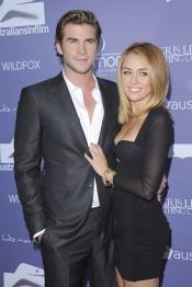 Liam Hemsworth y Miley Cyrus posan muy juntos