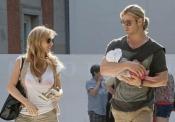 Elsa Pataky y Chris Hemsworth con su hija India por Madrid