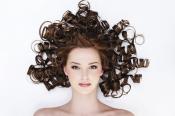 ¿Eres romántica hasta la cabeza? Opta por un peinado con el pelo en bucles