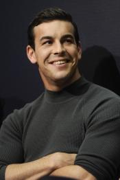 La sonrisa de Mario Casas provoca delirios entre los fans