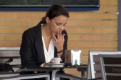 ¿Qué hace Chenoa fumando un puro a lo Sara Montiel?