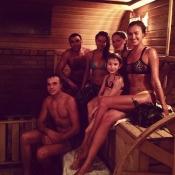 Irina Shayk se va con su familia a la sauna