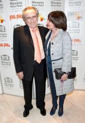 Manolo Escobar en los premios 'Naranja y Limón' junto a Concha Velasco
