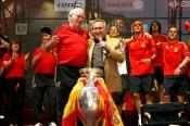 Manolo Escobar celebrando junto a Luis Aragonés la Eurocopa de 2008