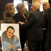Muestras de cariño a Ana Marx en el funeral de Manolo Escobar