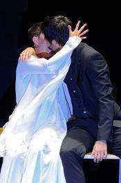 Beso adolescente de Hugo Silva y Eva Hache en los Men´s Health 2013