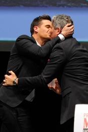 Christian Gálvez y Boris Izaguirre se besan en los Men´s Health 2013